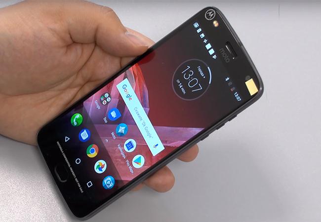 Motorola Moto Z2 Play - экран